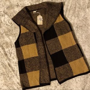 Hem & Thread Blk & Mustard yellow/tan sweater vest